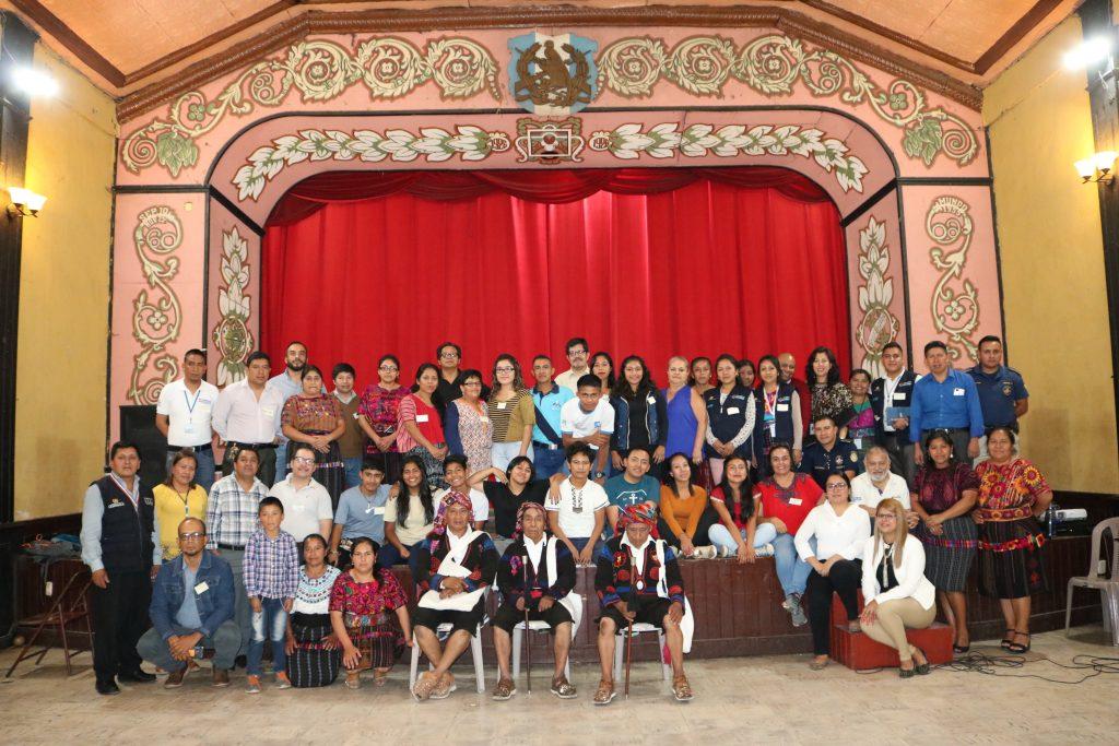 Integrantes de los tres sistemas reunidos en el Teatro Muicipal de Chichicastenango